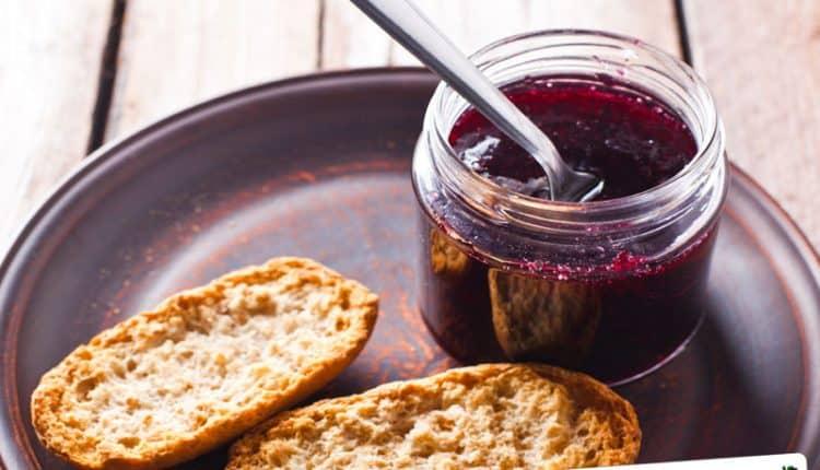 Confettura di uva spina e lamponi