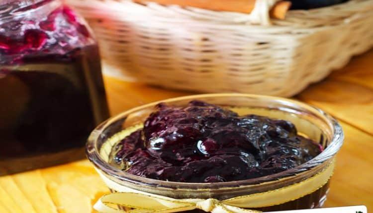Confettura di uva nera