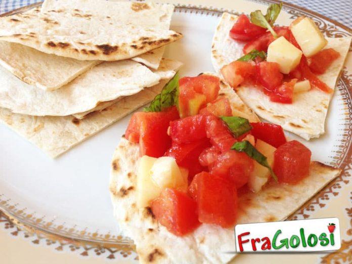 Antipasto di piadina con pomodorini