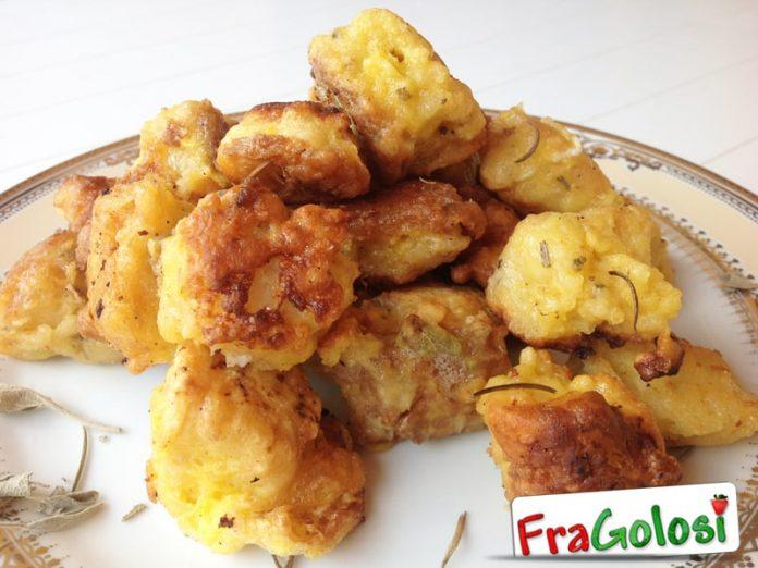 Tocchetti di pane raffermo fritti