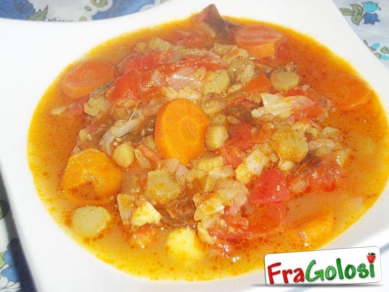 Zuppa di asparagi e verdure miste