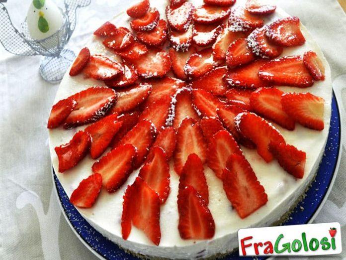 Cheesecake con fragole e cioccolato bianco