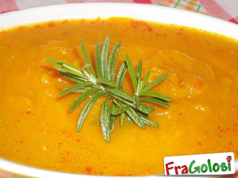 Vellutata di zucca con carote e rosmarino