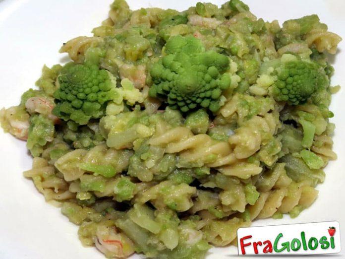 Pasta con broccolo romano e gamberetti