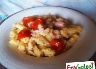 Pasta con cavolfiore, pancetta e pomodorini