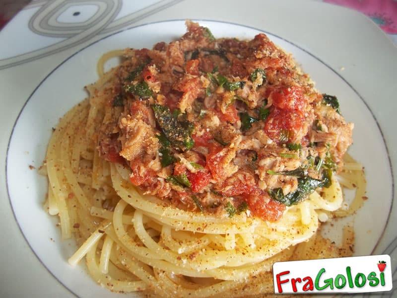 Spaghetti con salsa al tonno e pomodoro