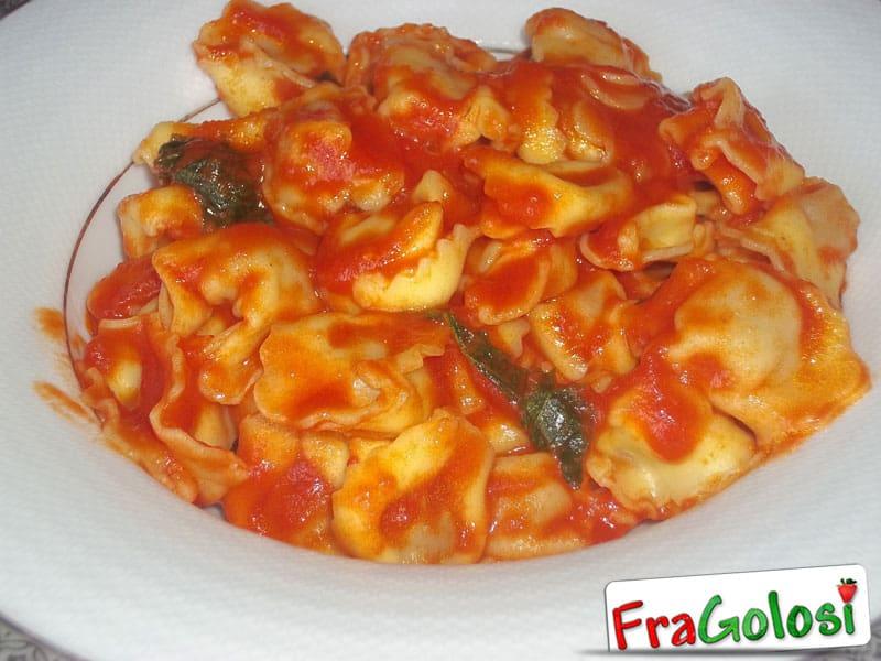 Cappelletti in Salsa di pomodoro