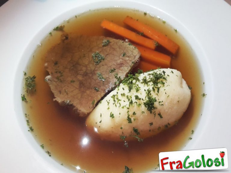 Carne di manzo in brodo (Marhahúsleves)