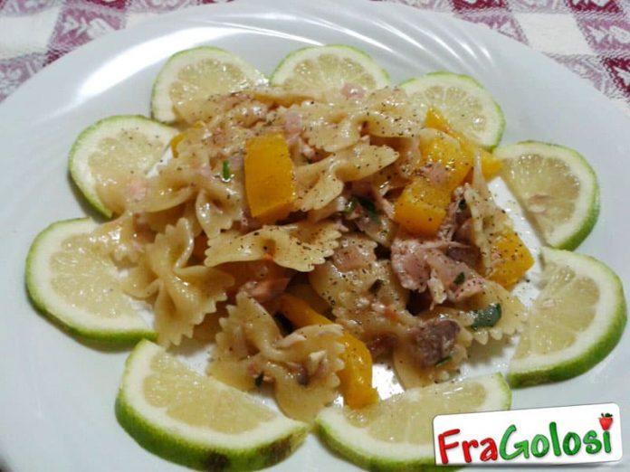 Pasta con salmone fresco e peperoni gialli