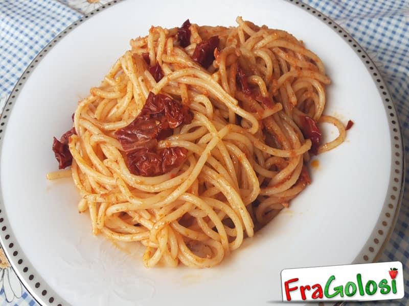 Spaghetti con Pesto Rosso di Pomodori Secchi