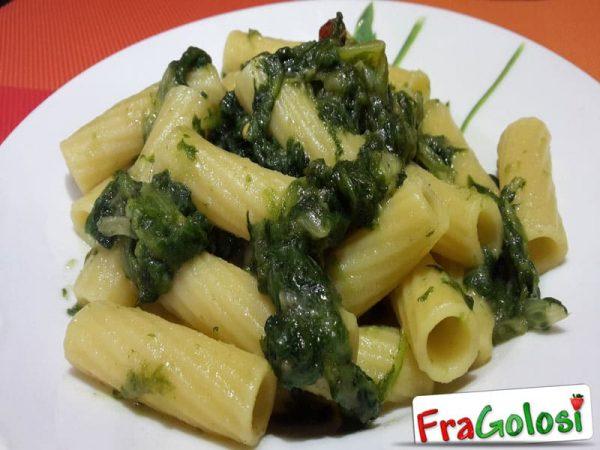 Pasta con scarola ricetta di fragolosi for Ricette con la pasta