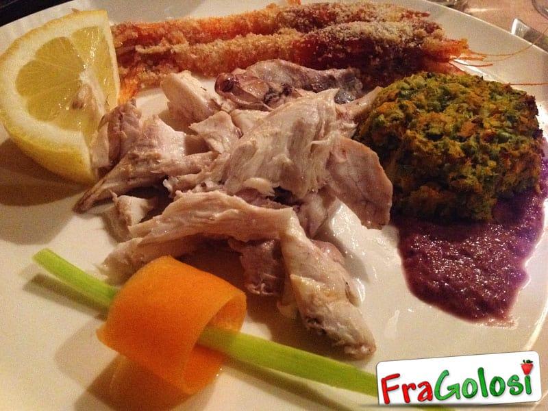 Misto di pesce e gamberoni con sformatino di verdure
