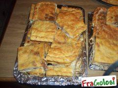 Schiacciata con Salsiccia, Patate e Tuma