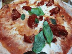 Pizza con Pomodori Secchi