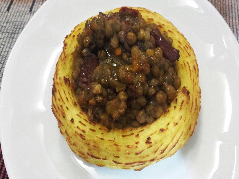 Nidi di Patate con Cotechino e Lenticchie