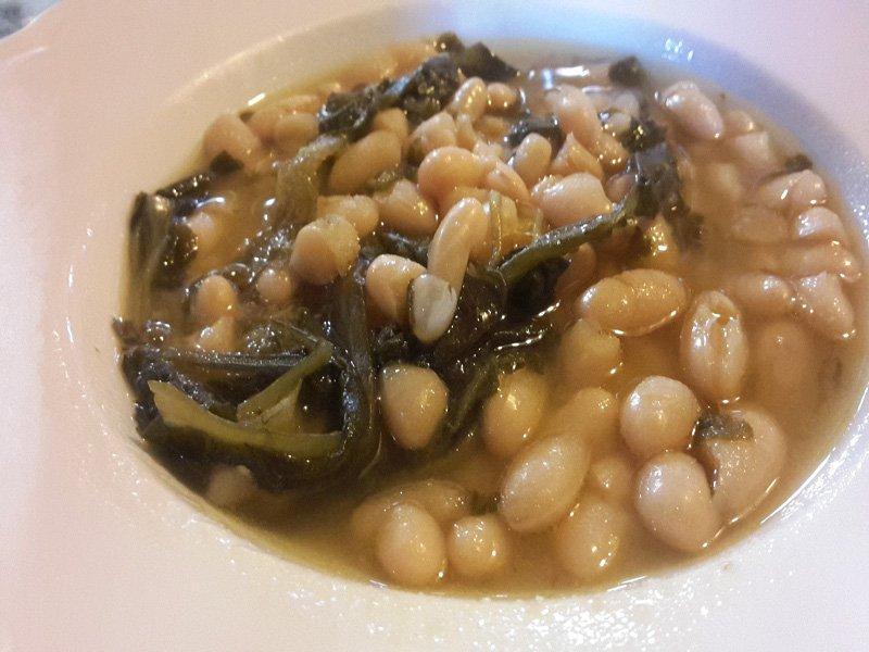 Zuppa di fagioli e cicoria