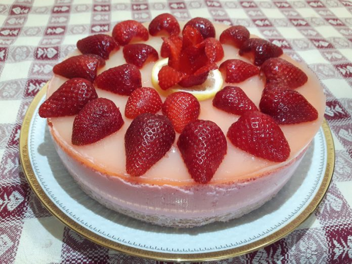 Cheesecake alle Fragole con Topping al Limone