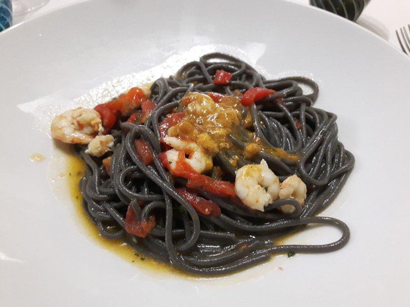 Spaghetti al Nero di Seppia con Gamberi