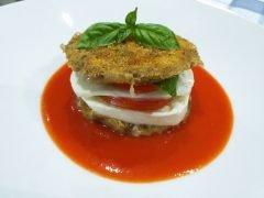 Burger di Melanzane con Pomodoro e Mozzarella