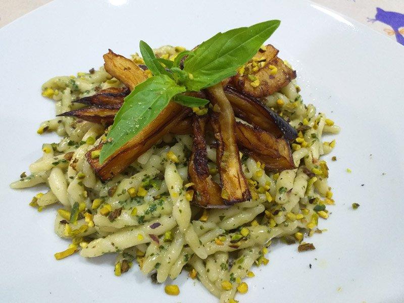 Pasta con Melanzane e Pesto di Basilico