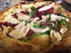 Pizza con Tonno Cipolla e Rucola
