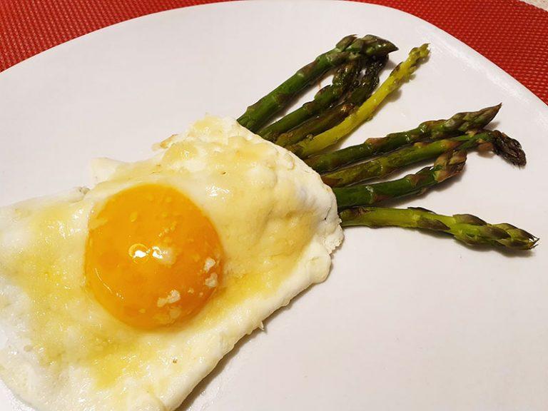 Uova e Asparagi