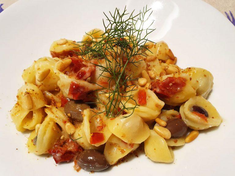 Pasta con Pomodori Secchi e Acciughe