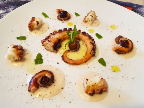 Polpo su Spuma di Patate e Olive Taggiasche