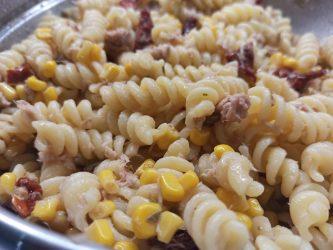 Insalata di pasta con pomodori secchi