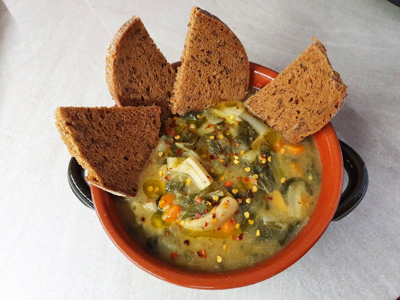 Zuppa di bietole e funghi