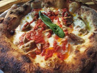 Pizza pomodori secchi e tonno