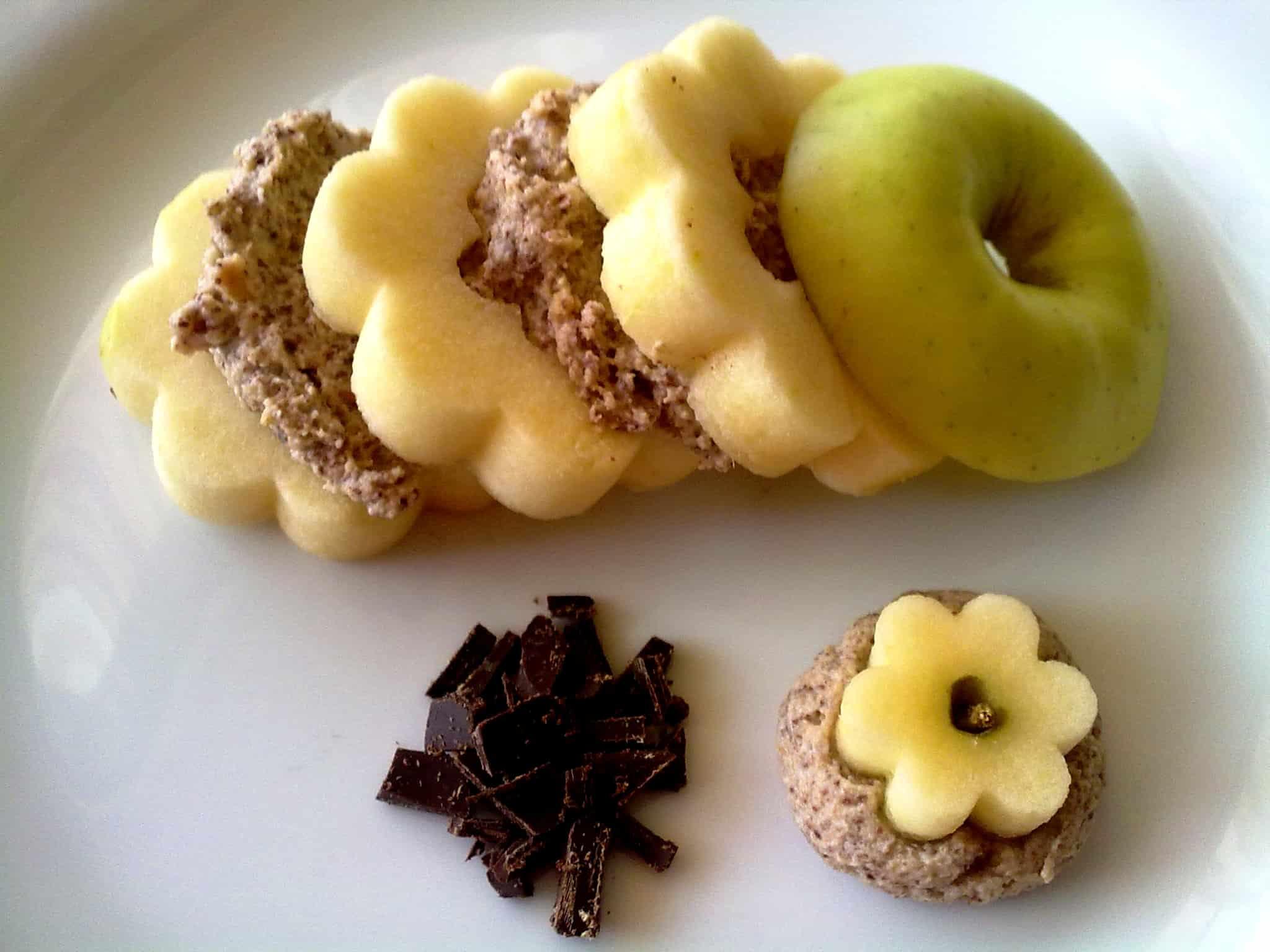 Margherite di mela con crema di biscotti, cioccolato e yogurt